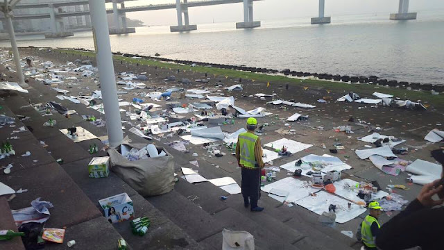 Servicios de limpieza abrumados por la mucha basura de la costa en Busan