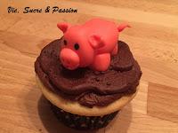 Cute Fondant Pig for Cupcake