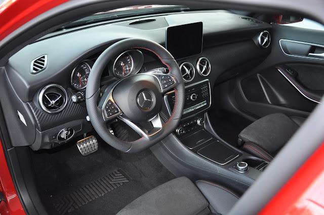 Nội thất của Mercedes A250 được thiết kế hài hòa, thật quyến rủ