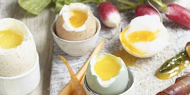 Sudah Tau Belum Bun? Inilah Cara yang Benar Merebus Telur agar Kuning Telur Lembut dan Tidak Keras!