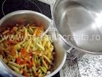 Ciorba de fasole verde pastai  preparare reteta - turnam apa