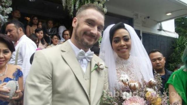 Setelah Menikah, Pindah Agama, Giliran Istrinya Dia Boyong Pakai Odong Odong