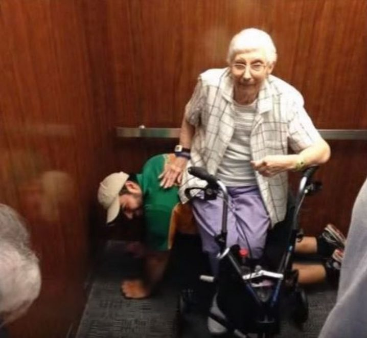 This young man became a human chair to help a disabled lady sit down and ease her arthritis after they had become stuck in an elevator.