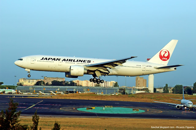 JAPAN AIRLINES - JL8823 - LPPT - BOEING 777 - JA709J - AEROPORTO DE LISBOA
