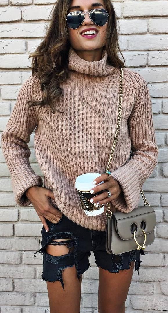 fall fashion outfit: knit + shorts + bag