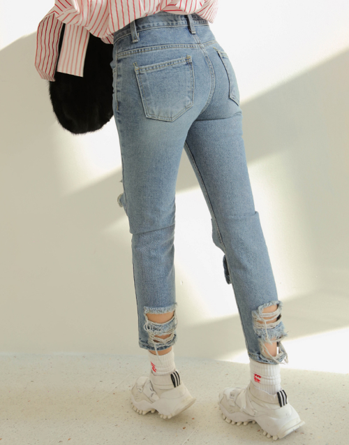 Cropped Busted Knee Jeans