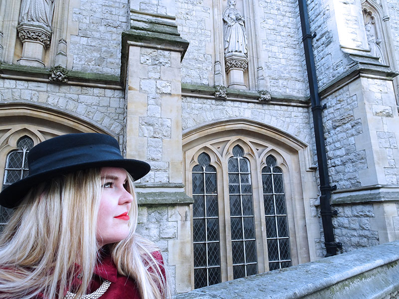 Outfit_Red_Velvet_Shirt_Black_Fedora_Gothic_Burgundy