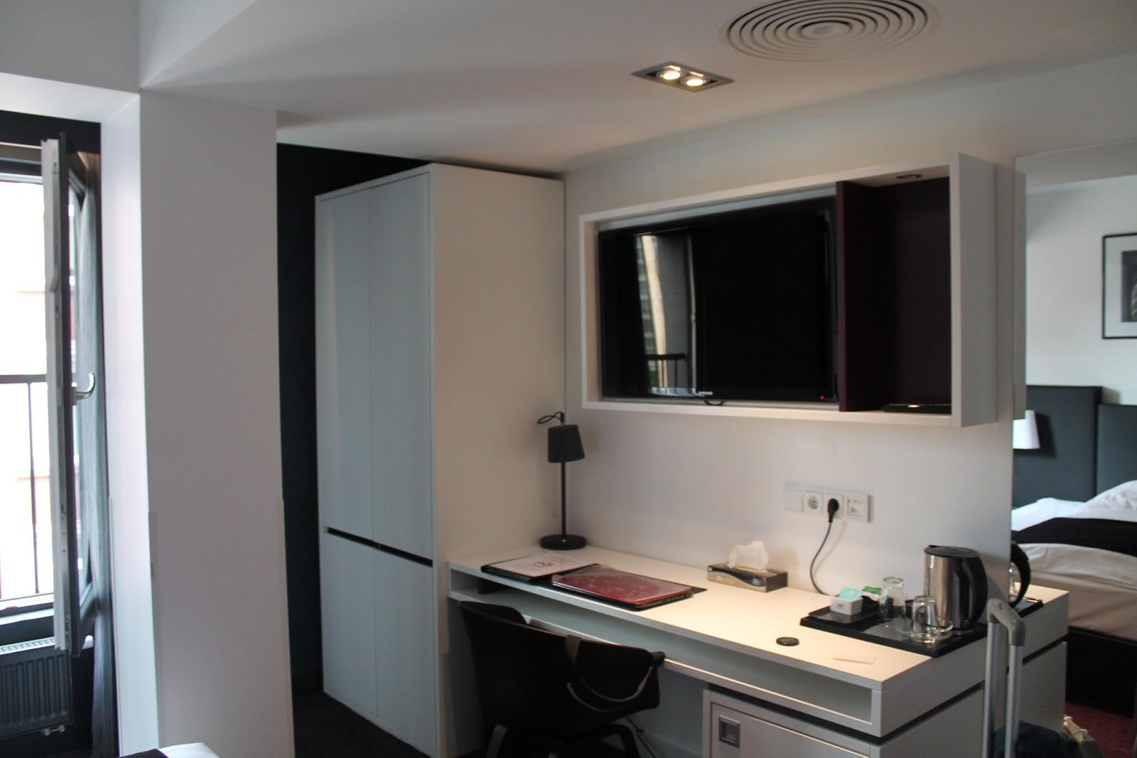 el hotel de la semana bliss hotel de frankfurt la maleta de constanza. Black Bedroom Furniture Sets. Home Design Ideas