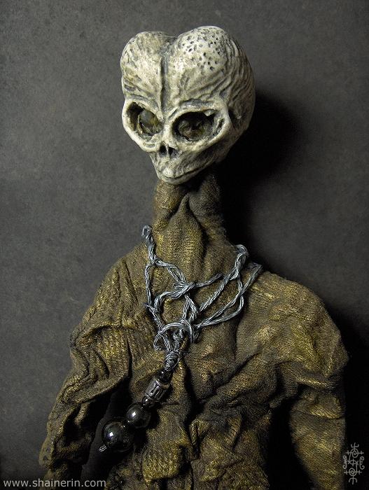 boneco feio,alien,horrorosa,boneca,pano,caveira,preto,rock,gotico,art,feia