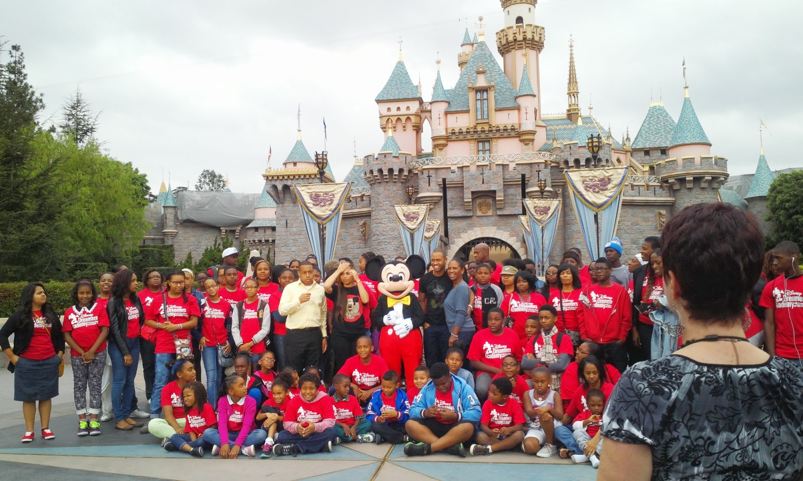 disney dreamers academy 2014 now is the time to apply for the 2014 academy you must submit your application and essay online disneydreamersacademy com by 31 2013