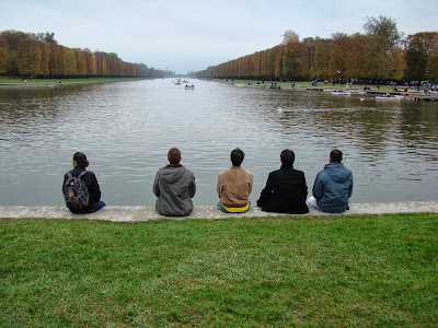 Reflexão sobre o lago e jardim de Versalhes - Paris - França