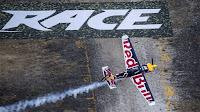 VUELO - Martin Sonka campeón de la Red Bull Air Race, con Juan Velarde 9º