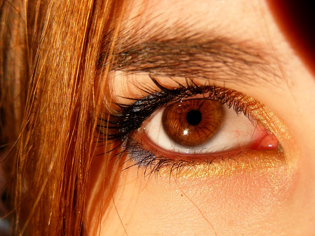 A Crazy Makeup Tip for Severe Dark Circles and Bags