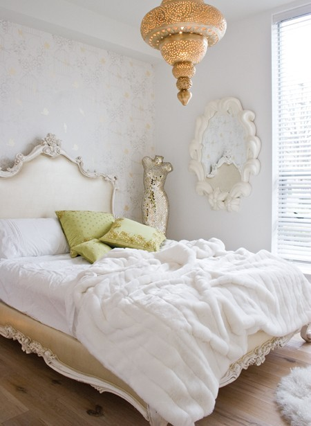 The Peak of Très Chic: Clean & Serene Bedroom Retreats