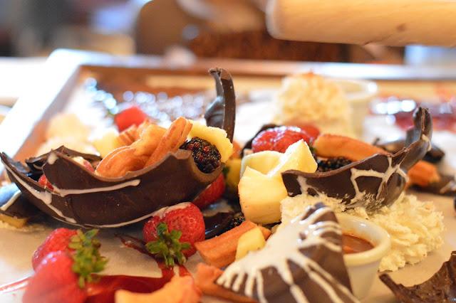 uncle-julio's-chocolate-pinata-dessert