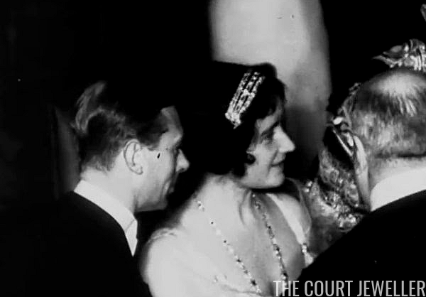 The Queen Mother S Cartier Bracelet Bandeau The Court - Queen Mother S Art Deco Bandeau Tiara