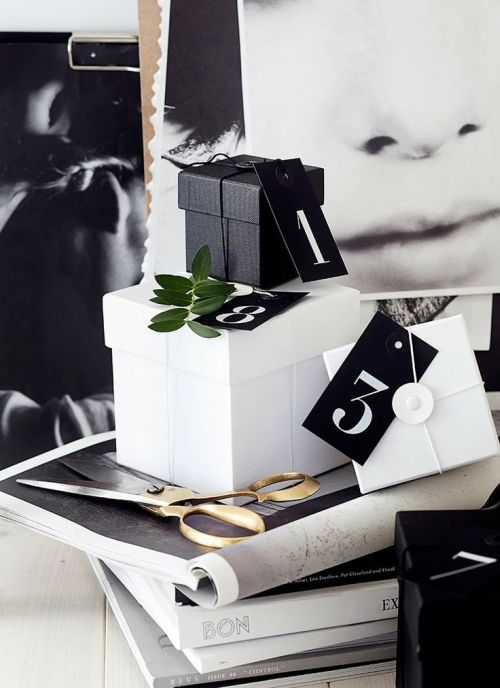 Christmas gift wrapping - elegant black and white with number tags