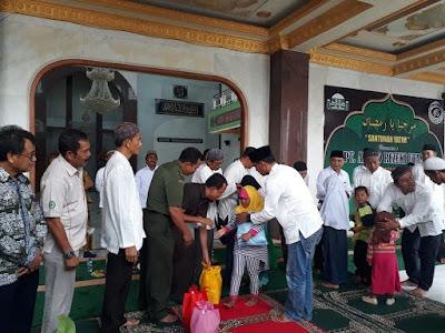 PT Amako Rezeki Utama Bersama DKM Nurul Anwar Santuni Yatim dan Jompo