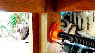 Parte de atrás del tornillo de banco de carpintero
