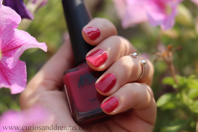 Nykaa nail polish, Nykaa floral carnival nail polish, review, swatch, rouge rose
