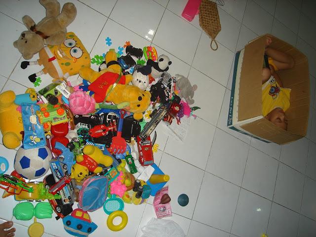 Tips Menghindari Penumpukan Mainan Anak