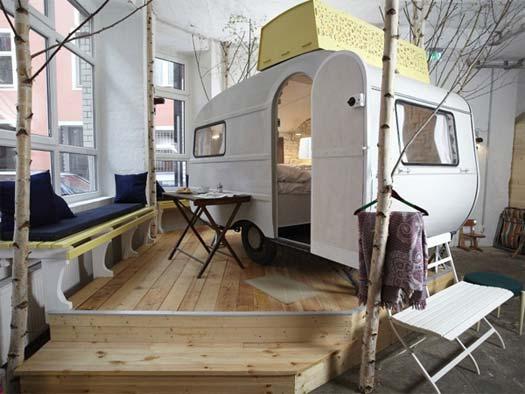 Die Wohngalerie Camping Unter Festem Dach Im Berliner Hüttenpalast