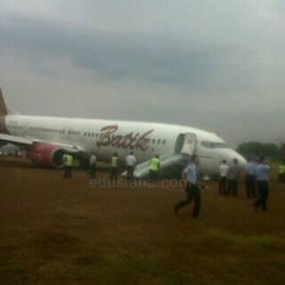 Foto Pesawat Batik Tergelincir di Yogyakarta