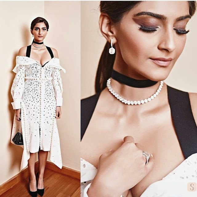 Sonam kapoor hot stills at a charity event