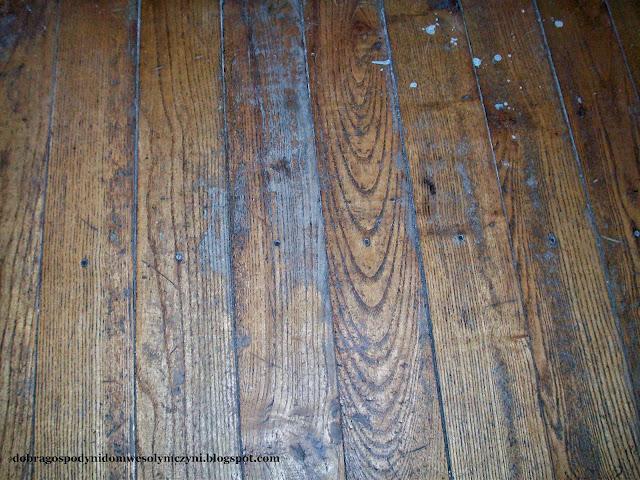 jak tanio odrestaurować podłogę i schody drewniane