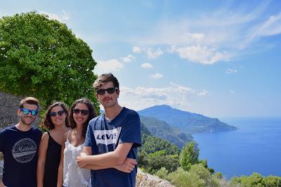 Vistas del mar y la montaña desde la ermita de la Trinitat en Valldemossa