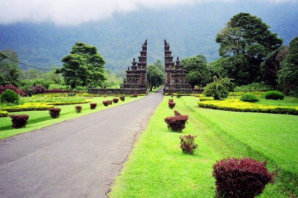 Daya Tarik Objek Wisata Bali Handara Kosaido Di Sukasada