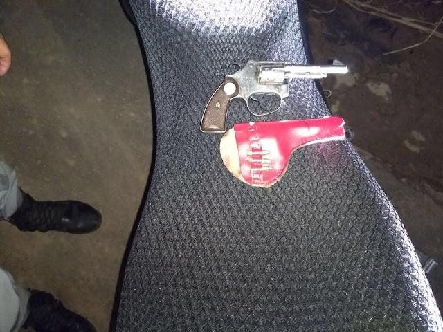 Após roubo, PM prende agente com arma de fogo em Cruzeiro do Sul