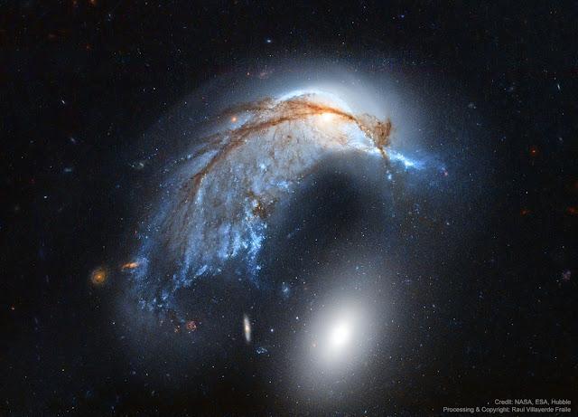 Thiên hà Cá heo (NGC 2936). Hình ảnh: NASA, ESA, Hubble, HLA; Xử lý hậu kỳ: Raul Villaverde.