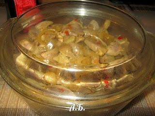 салат из куриных желудочков с луком