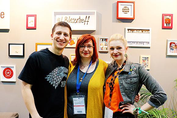 Lea, Vanessa und ich beim LovelyBooks.de Stand (v.r.n.l.), (c) Liberiarium
