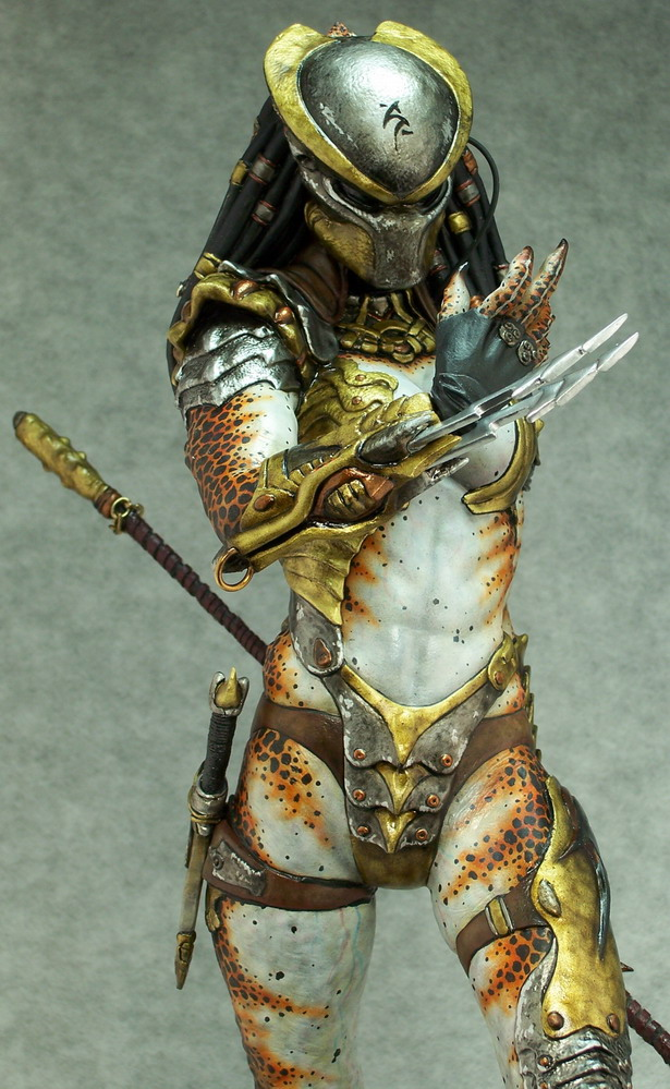 Figura Predator Hembra