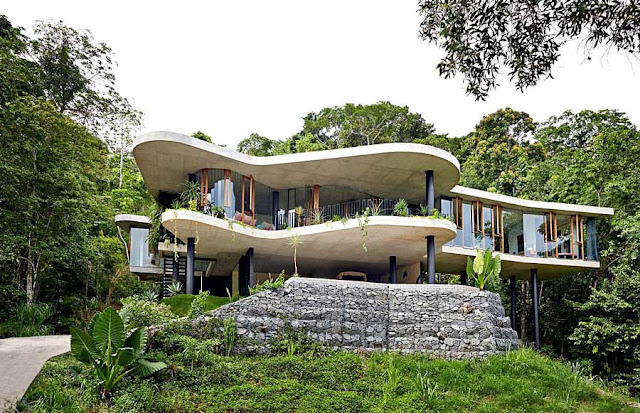 Jesse Bennett and Anne Marie Campagnolo's Planchonella House in Cairns