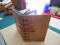 carta de restaurante en madera con cosido secreto belga