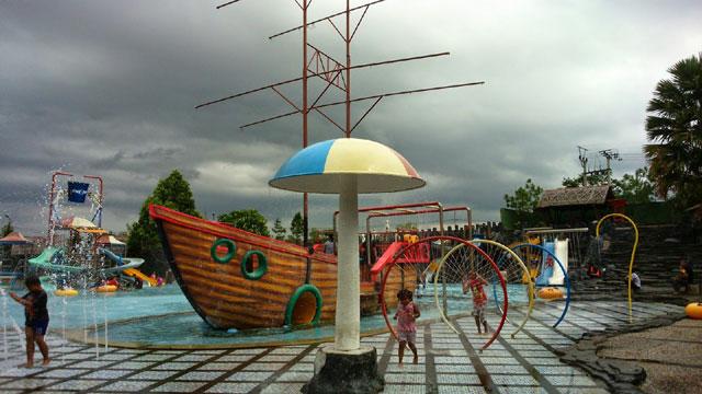 Kolam Bermain Wisata Karang Resik