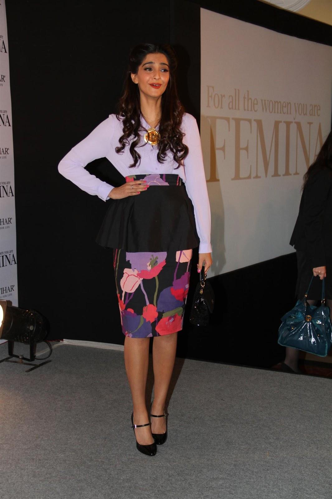 Sonam Kapoor Looks Classy At The Launch Of Loreal Femina -2423