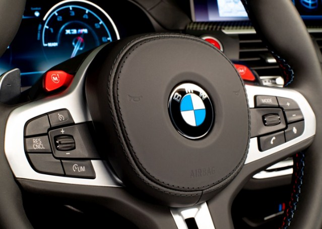 bmw-x4-m-steering-wheel-with-control-buttons