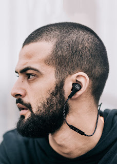 B&O BeoPlay H5 - Lifestyle