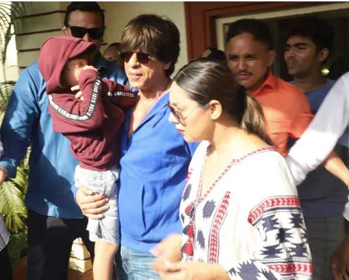 Shah Rukh Khan Come In The Polling Booth With His Son AbRam