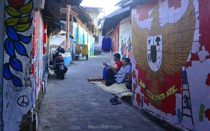 Mural Garuda Indonesia di salah satu dinding lorong gang Kampung Beji