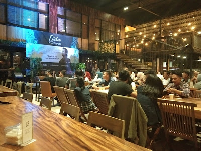 Diskusi Literasi Bersama Gol A Gong di Woodstairs Cafe Bandarlampung