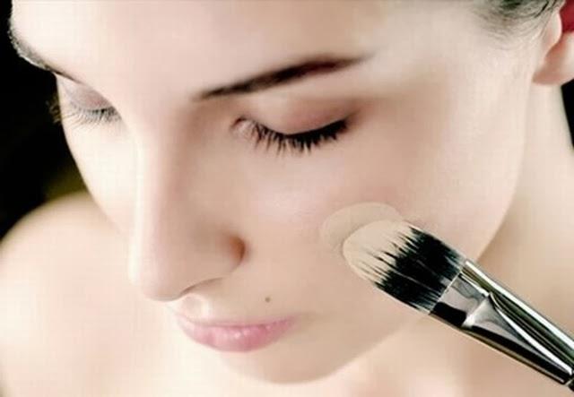 Aplicar la base de maquillaje. Maquillaje para Dummies - Blog de Belleza Cosmetica que Si Funciona