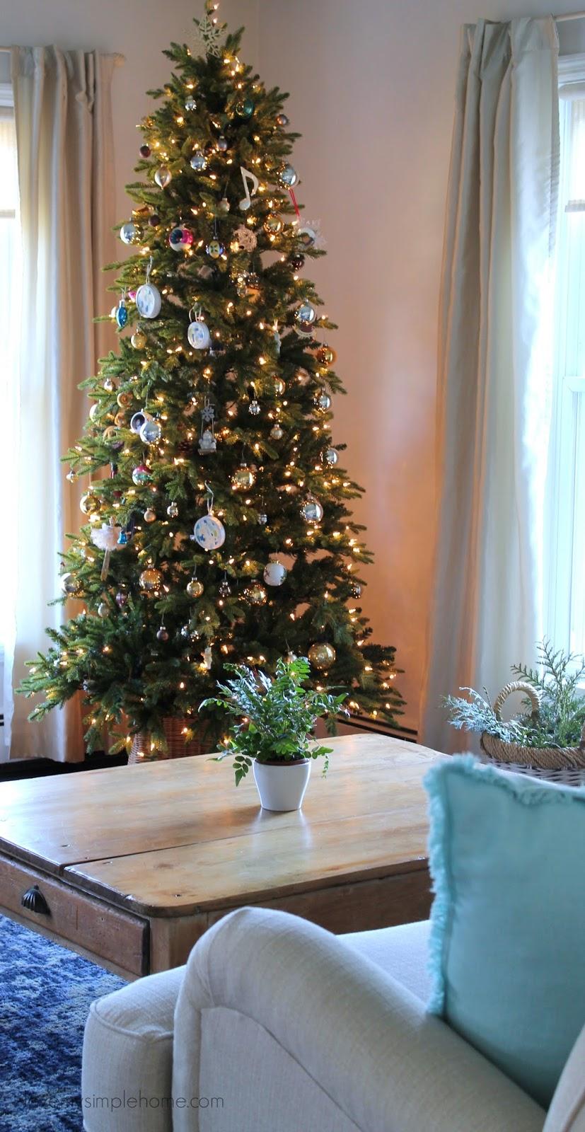 Minimal Christmas And Winter Decorating Ideas