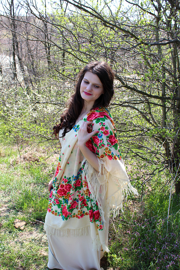 how to style a big, ethnic scarf, 70s style, bohemian style, summer style