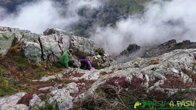 Subiendo la parte final del Pico Castillo, en Belmonte
