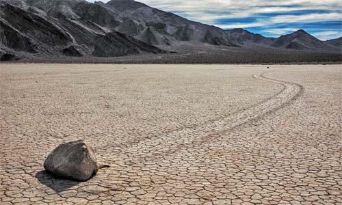 El misterio de las piedras navegantes en el Valle de la Muerte